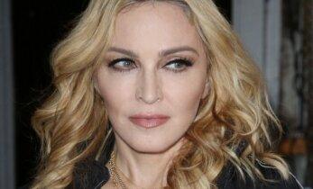 Dvynukes iš Malavio įsivaikinusi Madonna internetą svaigina neįtikėtino mielumo nuotrauka