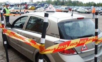 Vairavimo instruktorius: yra tokių, su kuriais baisu vienoje mašinoje sėdėti