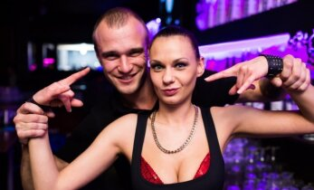 Vilniaus naktiniame klube žavingų merginų antplūdis