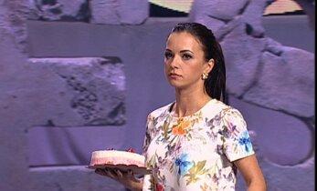 Irūna Puzaraitė tėškė tortą Jonui Nainiui į veidą