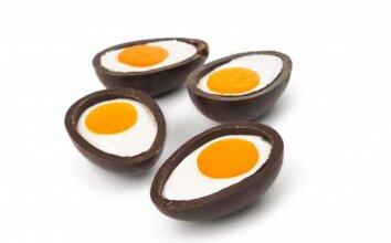 Šokoladiniai kiaušiniai įdaryti varškės kremu ir persikais