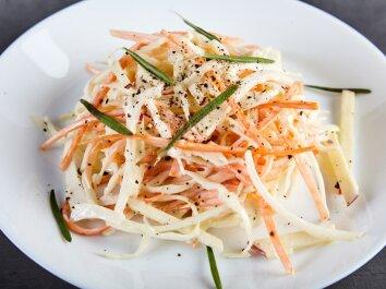 Pasakiškai skanios kopūstų ir morkų salotos