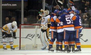 Islanders žaidėjai džiaugiasi