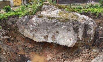 Telšių rajone surastas didžiulis akmuo
