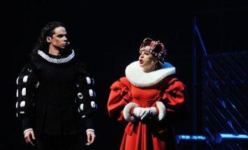 """Operos solistė , """"Auksinio kryžiaus"""" laureatė  sopranas Gitana Pečkytė įkūnijo karalienę Boną Sforcą."""