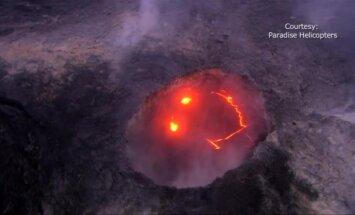Įspūdingi vaizdai: iš Kilauea ugnikalnio išsiveržusi lava pasiekė vandenyną