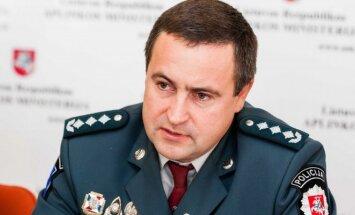 Policijos generalinio komisaro pavaduotojas Renatas Požėla spaudos konferencijoje, skirtoje akcijai Lašiša 2013