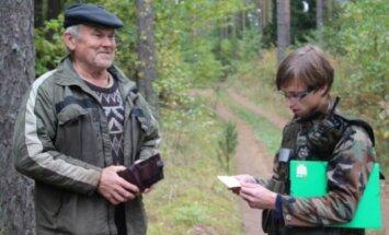 Vytautas Eidikonis (dešinėje) reido metu