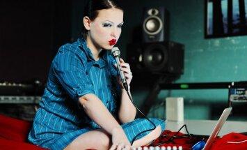 Koncertams mergina renkasi ką nors išskirtinio