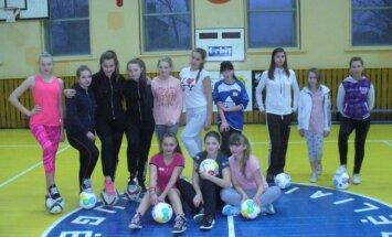 Merginų futbolas