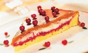 Karamelinis pyragas su bruknių uogiene