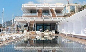 Baltasparnė Monako uosto architektūrinė puošmena