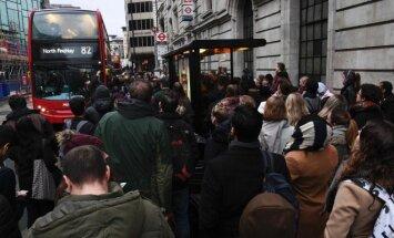 Chaosas Londono gatvėse