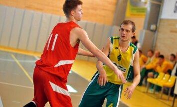Mažų miestelių krepšinio lygos rungtynių momentas.
