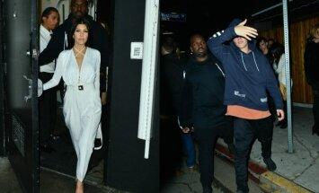 Šaltiniai teigia, jog atlikėjas Justinas Bieberis ir realybės šou žvaigždė Kourtney Kardashian užmezgė romaną