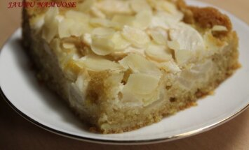 Obuolių pyragas su kondensuotu pienu