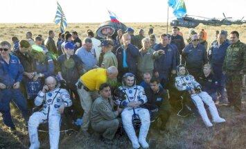 Į Žemę grįžo ilgiausiai kosmose išbuvęs amerikietis ir du rusai