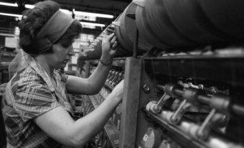 Fabriko darbuotja Sovietų Rusijoje