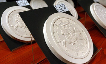 Skulptoriaus Antano Žukausko sukurtos lietuviškų eurų monetos