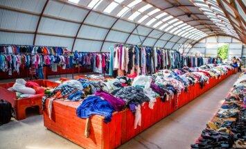 Dėvėtų drabužių angaras, į kurį pirkėjai važiuoja iš visos Lietuvos