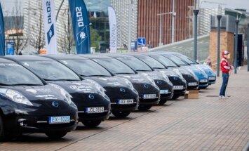 Pernai elektromobilių maratone dalyviai varžėsi su Nissan Leaf automobiliais