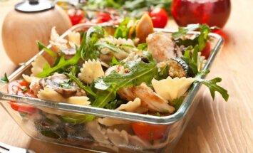 Greita vakarienė, kurios norėsite pasilikti ir rytojaus pietums: makaronų salotos