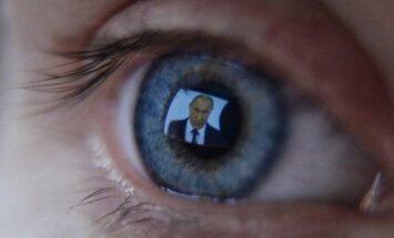 Vladimiras Putinas o a TV set