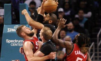Jonas Valančiūnas kovoja su Hornets krepšininkais