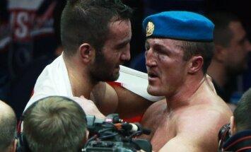 Bokso ringe: Denisas Lebedevas (dešinėje) ir Muratas Gasijevas