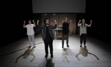 Scena iš spektaklio Vienas gestas
