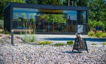 Dizainerės kurta lauko virtuvė: stilinga ir funkcionali poilsio erdvė