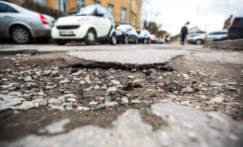 Duobės asfalte