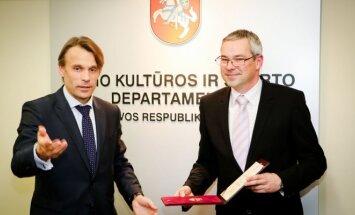 KKSD vadovas Edis Urbanavičius sveikina Paulių Pleskovą