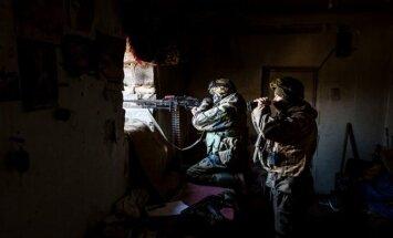 """""""Dešiniojo sektoriaus"""" kariai stebi perimetrą"""
