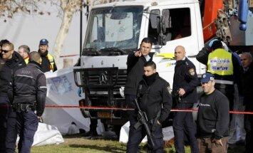Jeruzalėje sunkvežimis rėžėsi į minią