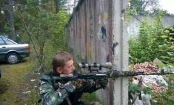 Jevgenijus Denisovas Nemenčinės ryšių cnetro teritorijoje