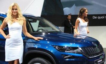 Paryžiaus automobilių parodos merginos
