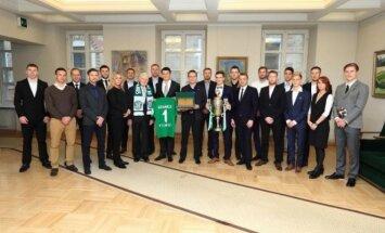 Žalgirio futbolininkai pasveikino Prezidentą Valdą Adamkų