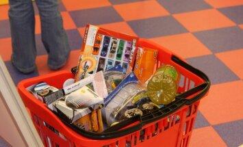 Prekybos centre vaikas prisirinko žaislų