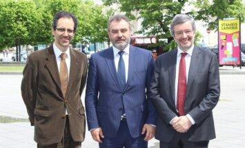 Paulas Pinto de Albuquerquene'as (kairėje), Egidijus Kūris ir  Paulas Lemmensas