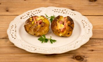 Verta išbandyti: orkaitėje keptos bulvės su siurprizu