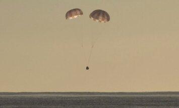 """Kosminė kapsulė """"Dragon"""" nusileido Ramiajame vandenyne"""