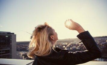 Kremas nuo saulės nereikalingas, jei esi su makiažu? 6 sveikatos mitai, kuriuos svarbu paneigti iki vasaros