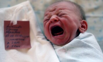 naujagimis, kūdikis, gimdymo namai, verksmas, vaikas, motinystė, gimdymas