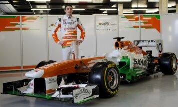 Paulas Di Resta prie Sahara Force India VJM06 automobilio