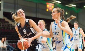 """""""Akvilės"""" moterų krepšinio lygos rungtynių momentas."""