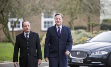 F. Hollande'as ir D. Cameronas
