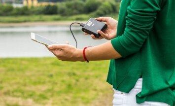 Telefonas ir išorinė Acme baterija