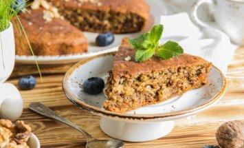 Besilaikantiems dietos - pyragas su bananais ir mėlynėmis