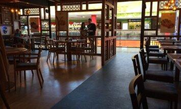 Restoranas yra prekybos centre. Tai ir matyti.